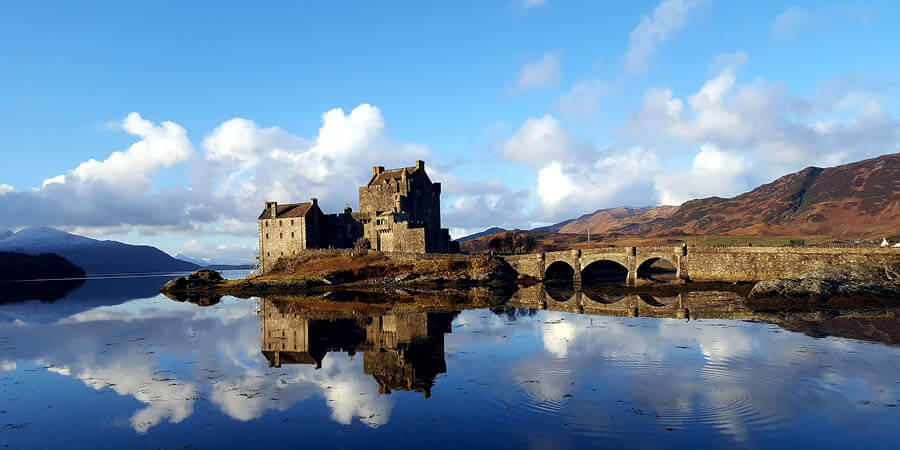 SCottish castle on the lake